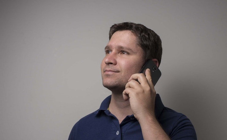 Man contacting Mind on phone